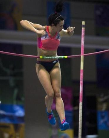 Jenn Suhr is on her way to winning the pole vault with a jump of 4.70 meters.